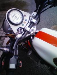 F1000445